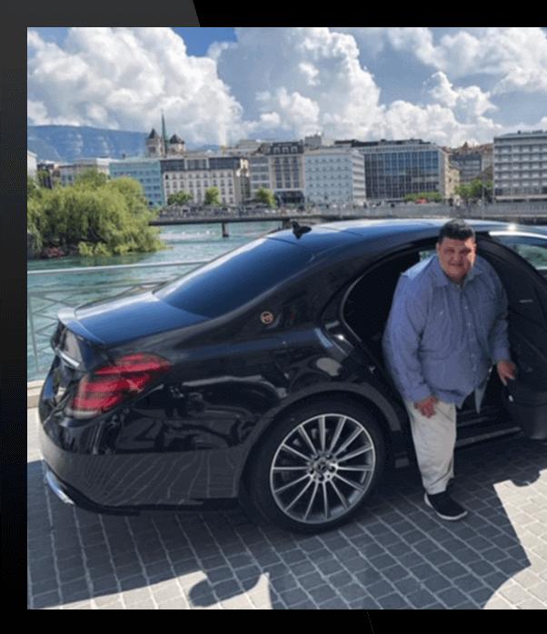 Homme sortant d'une mercedes Limousine Lausanne
